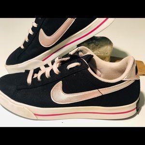 Nike Canvas Street